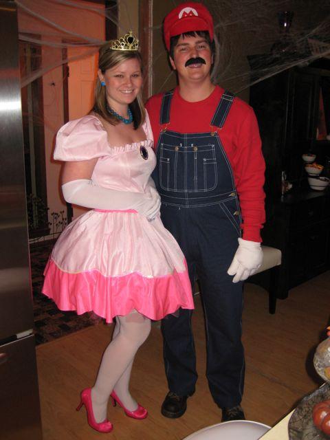 Kim Kardashian Buzz Princess Peach And Mario Costumes